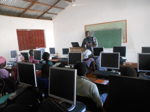 Image of Wheaton student teaching in computer classroom.